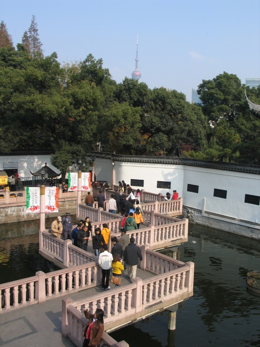 Viewed from the Huxingting Tea House, the zig zag bridge to Yu Garden is intended to confuse evil spirits.