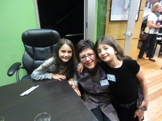 Gabriela with her nieces Regina and Valentina.