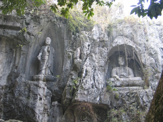 One of hundreds of carved Buddhas at Lin Ying.