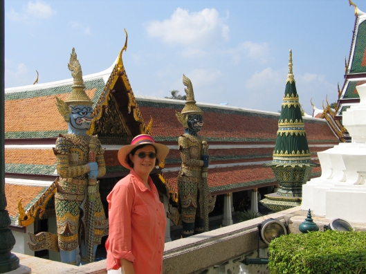 Jan with the protecting Garudas at the Grand Palace in Bangkok.