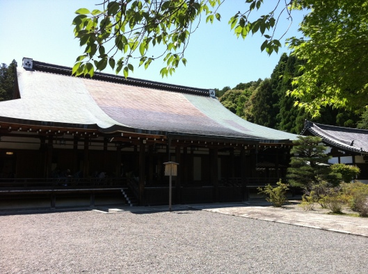The modest main hall at Saiho-ji.