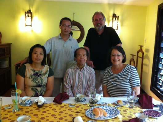 Friends Huong Vu thuy and Bao Coc arranged our lunch with Nguyen Thien Dao in Hanoi.