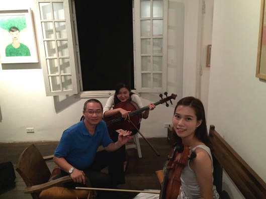 Upstairs before the concert with Bao Coc, Quynh Lephan and Khanh Linh.