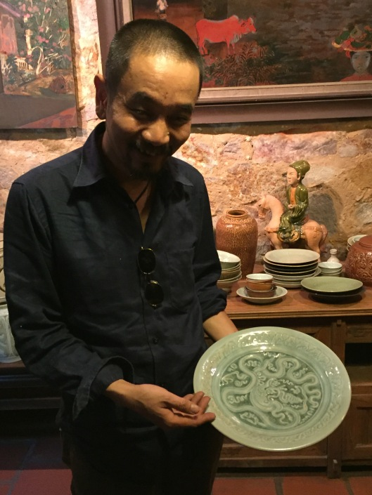 MInh shows us a beautiful plate.