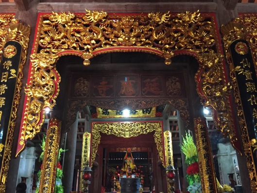 The main altar at Chua Dau.
