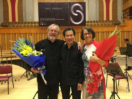 With violinist Pham Trưuơng Sơn.