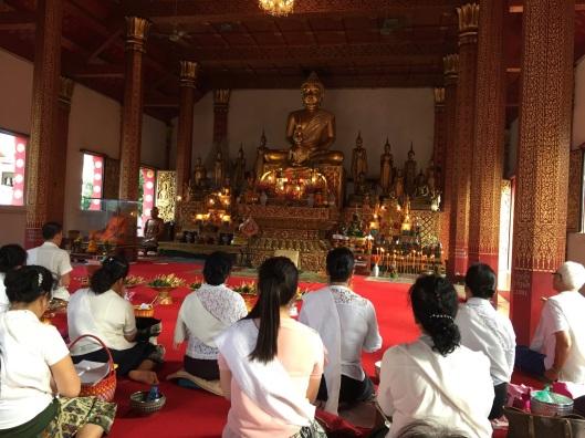 Women praying at Wat Nong Sikhounmuang.