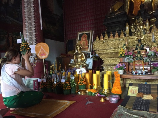 A young woman and her offered Ng to Buddha on the morning of the festival.